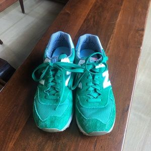 Green suede new balance 574 sneakers